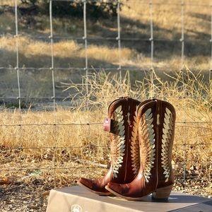 Ariat-Gold crest women's cowboy boots